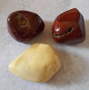 Jaspe mookaite pierre roulee 1
