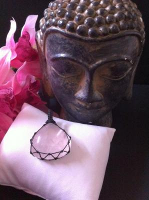 QUARTZ ROSE PENDENTIF FILET